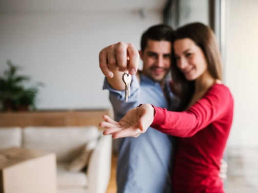 a-young-couple-with-a-key-and-cardboard-boxes-948JHVA-1-1536x1024-1